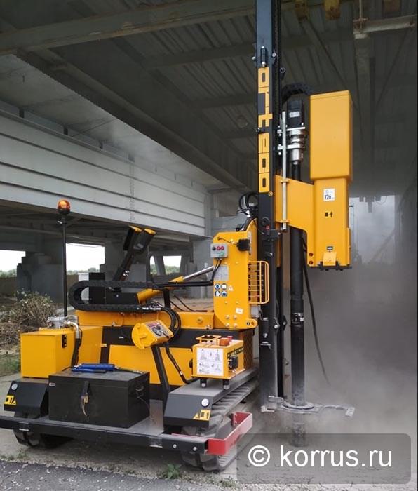 самоходная машина ORTECO BTP HEAVY DUTY в комплектации с пневмоударным буром